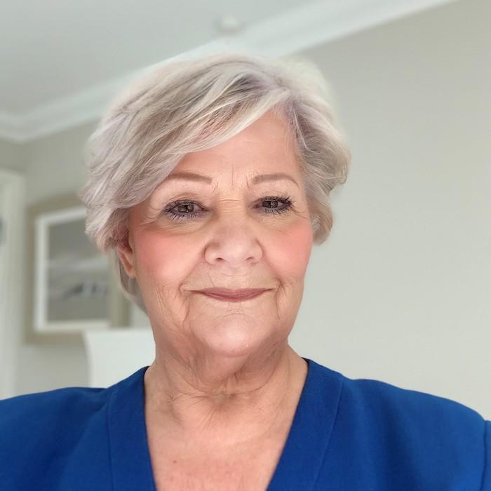 Ms Linda Hamilton